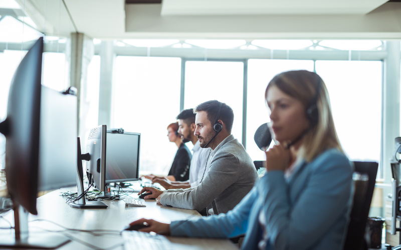 4 people working in a call centre